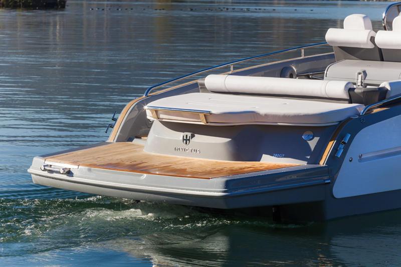 Invictus-280GT-superyacht-tender-aft-view
