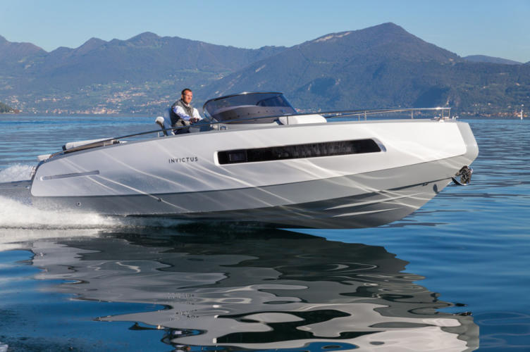 Invictus-280GT-yacht-tender-side-view