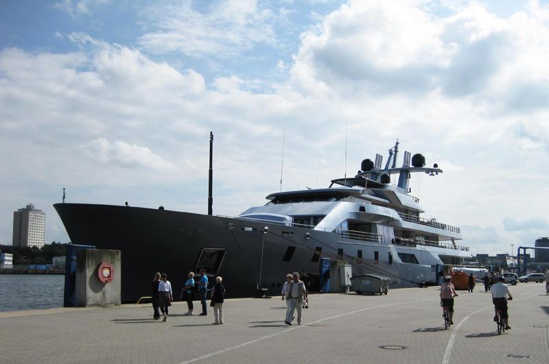 Yacht_Pacific_in_Kiel