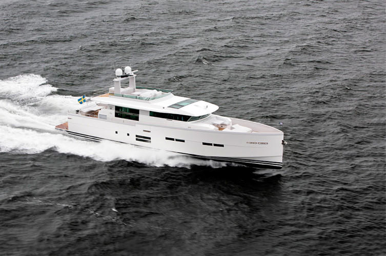 Delta 88 IPS Yacht at full speed