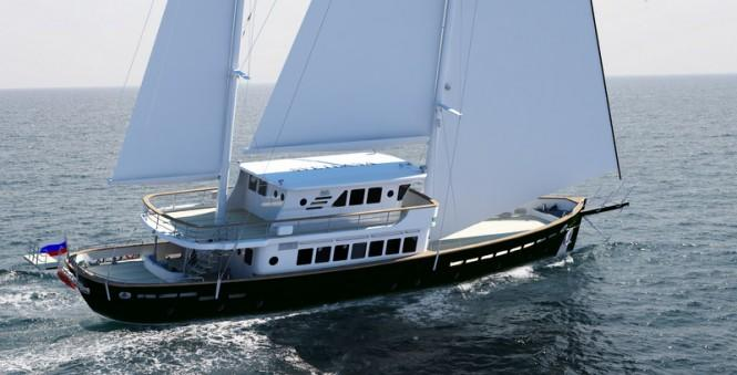 Luxury-yacht-Svetlana-underway-665x339