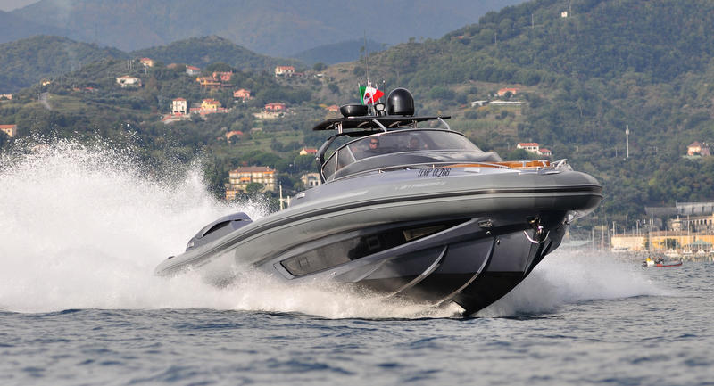 Sacs-Strider-19-superyacht-tender-front-view