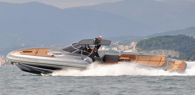 Sacs-Strider-19-yacht-tender-at-full-speed