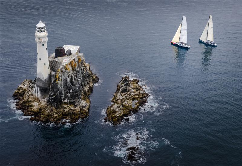 Searching-for-wind-on-approach-to-the-fastnet-rock-Photo-by-Rolex-Kurt-Arrigo