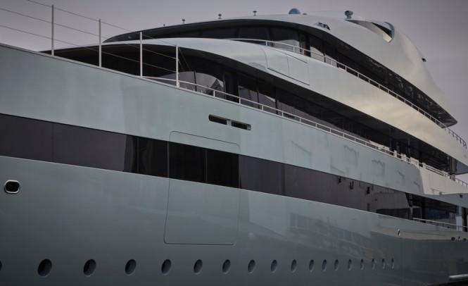 Super-yacht-Savannah-665x406