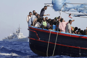 Migrants: 956 rescued by Italian Navy boat 'Fregata Euro'