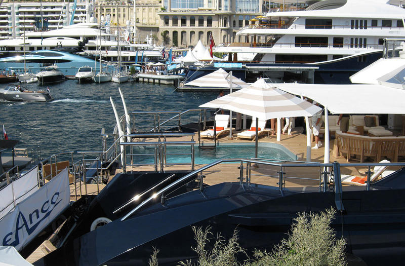 cruising-mega-yacht-tri-deck-26305-3319315