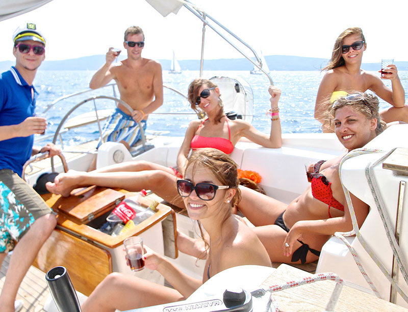 peole-sailing