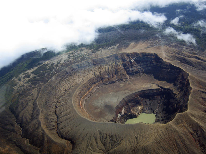 All-about-El-Salvador-Fun-Earth-Science-Facts-for-Kids-Image-of-the-Santa-Ana-Volcano-in-El-Salvador