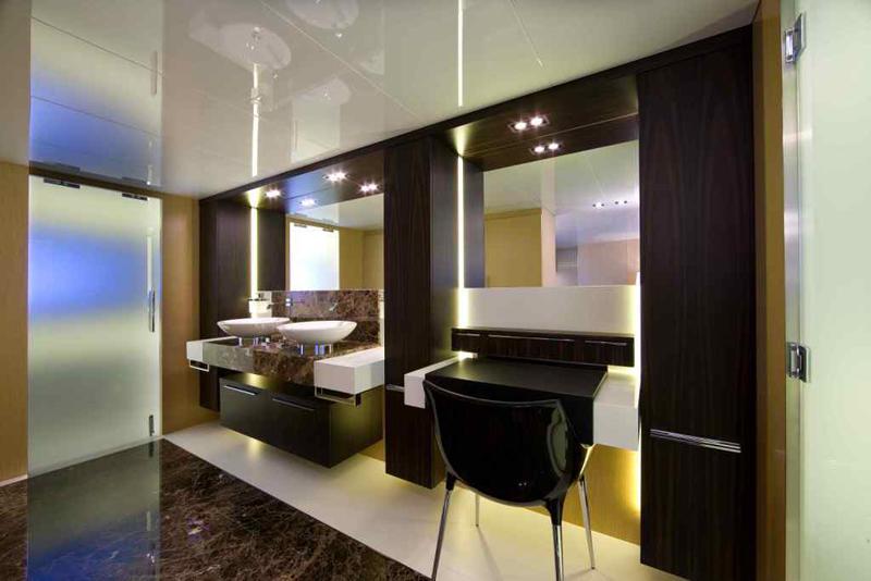 Arcadia Yachts SOLAR - Master Bathroom