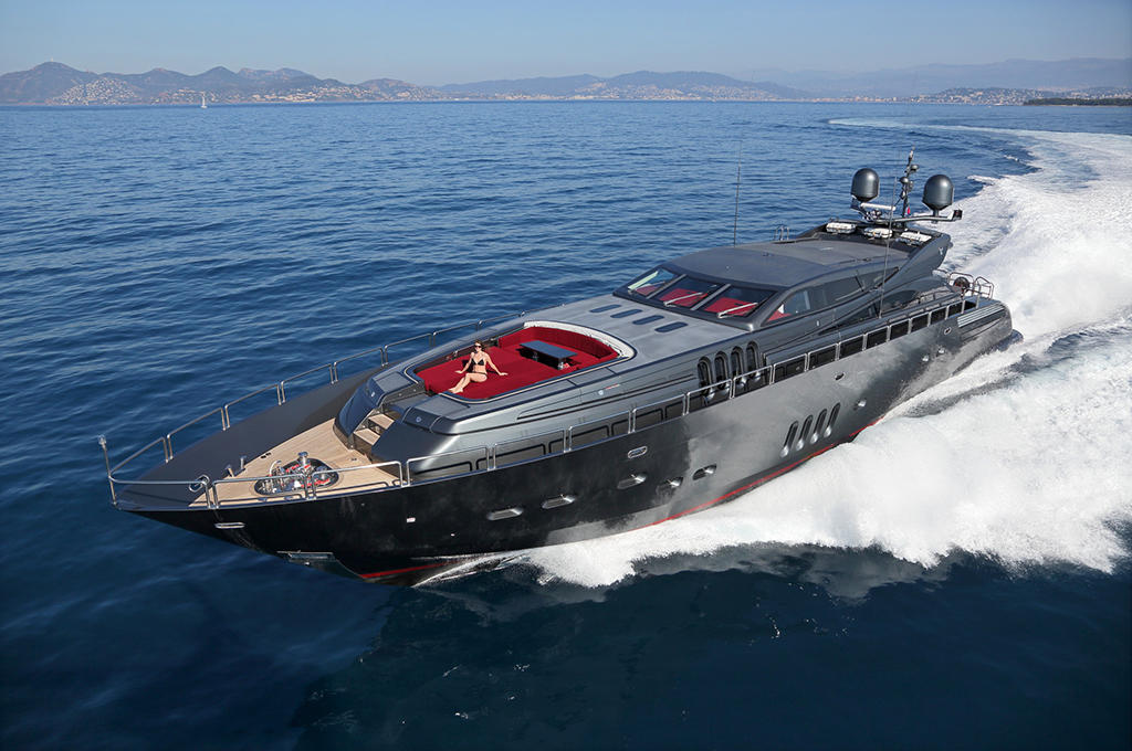 Luxury-Yacht-Charter-France-Italy-Leopard-34-1