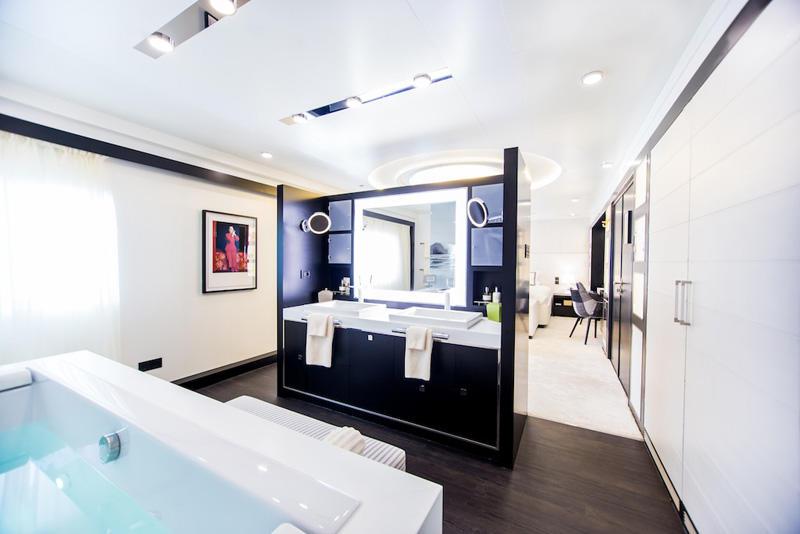 13 Luxury yacht Saluzi-MasterCabin