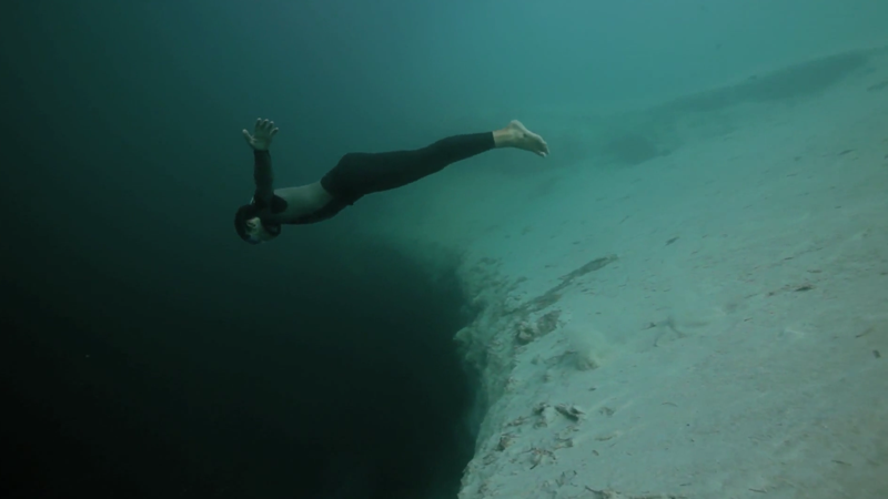 Guillaume-Nery-base-jumping-at-Deans-Blue-Hole-filmed-on-breath-hold-by-Julie-Gautier1080p_H.264-AAC