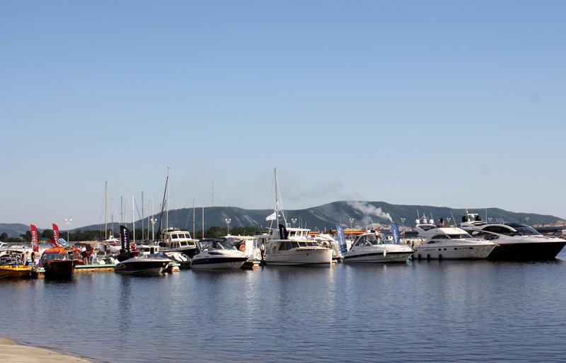 Лодки у причала на VOLGA boat show