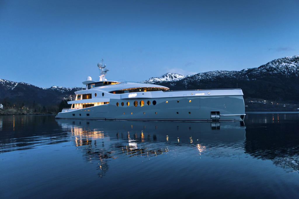 Luxury-superyacht-EVENT-by-Amels-Image-by-Amels-Jeff-Brown