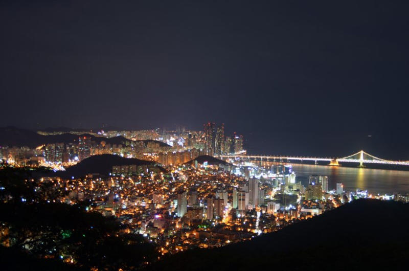 Night_view_of_Busan-city