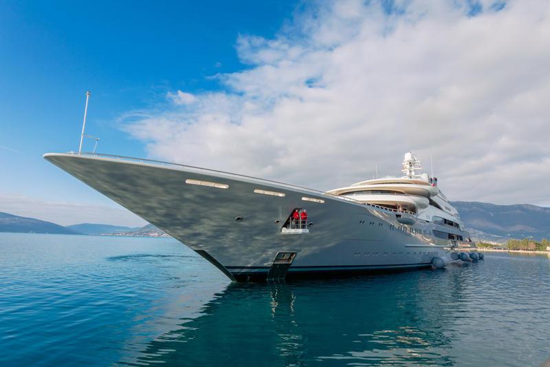 Ocean-Victory-uplovljava-u-Porto-Montenegro_resize