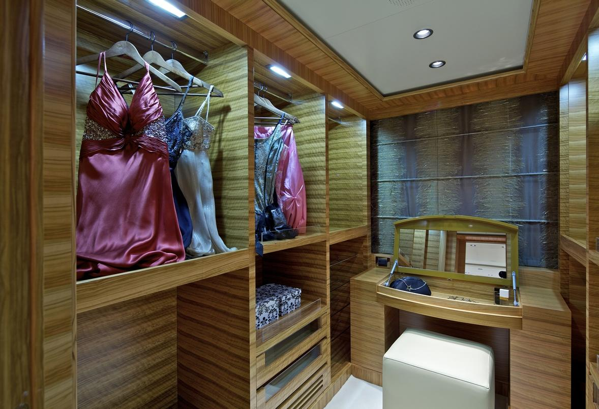 luxury_yacht_orama_master_suite_walkin_closet