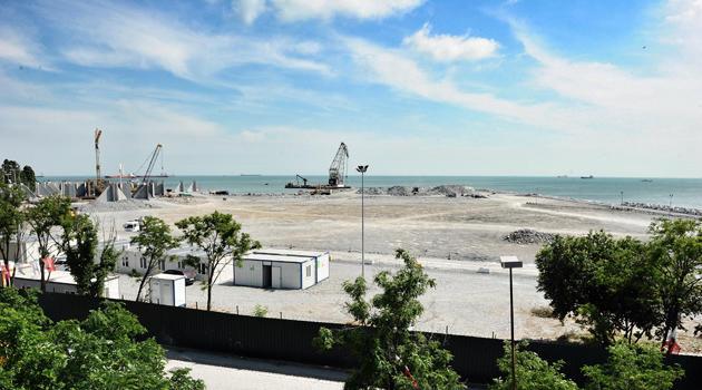 Atakoy sahil seridi hafriyatla dolduruluyor