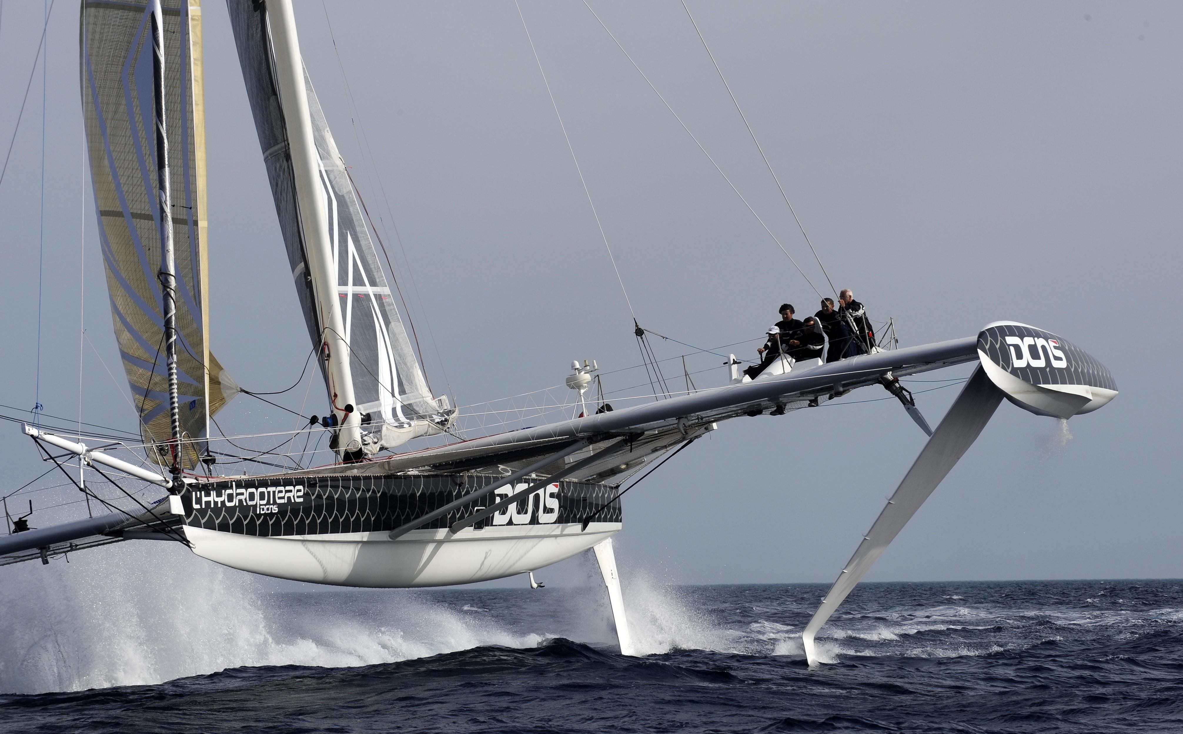 Les 5 corsaires de l'Hydroptere pour le record du monde du Pacifique. Jacques vincent, Jean  Le Cam, Yves Parlier, Alain Thebault et Luc Alphan .