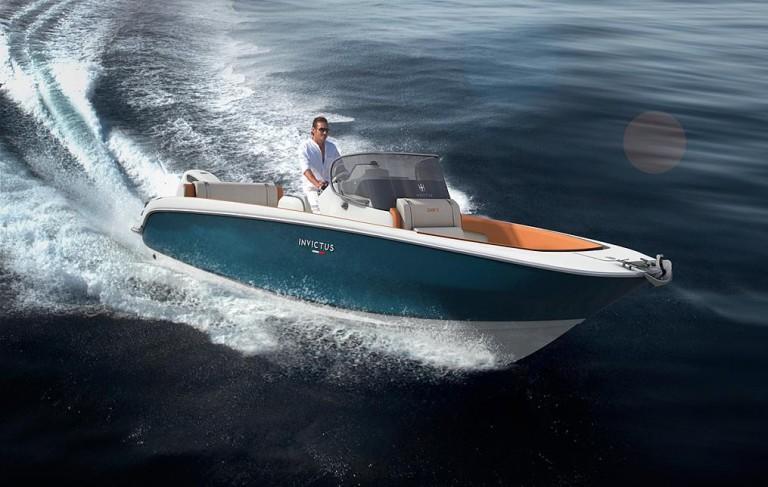 7-italyanskaya-kompaniya-invictus-yacht-anonsiruet-novuyu-model-_-invictus-240fx_1