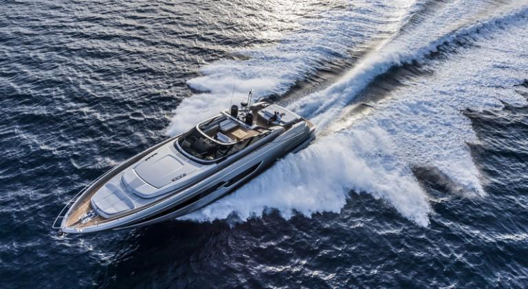 Luxury-yacht-Riva-88-Florida-underway