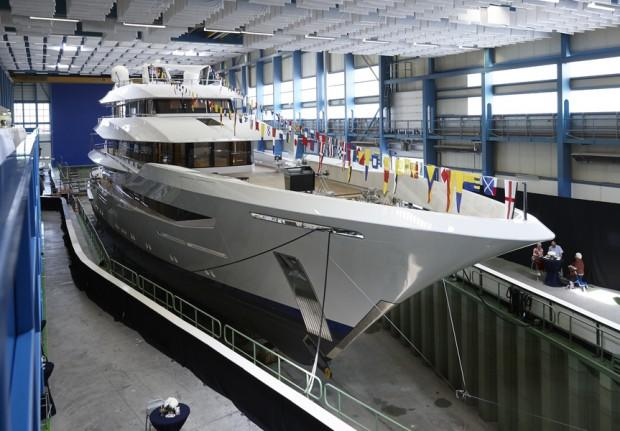 main_feadship_joy_launched_010-2