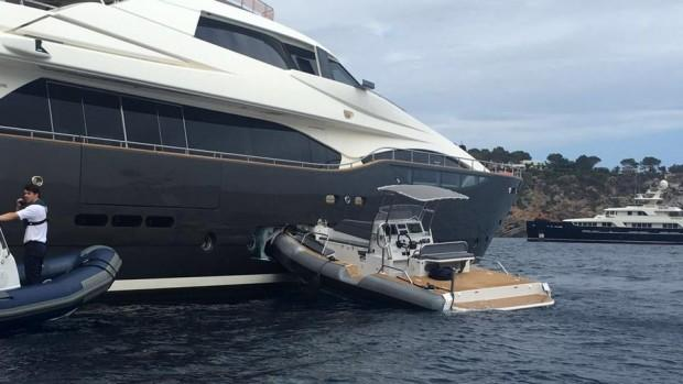main_jnLGXE5SA2x5Mx5yJ2bA_tender-crashes-into-superyacht-2-1920x1080