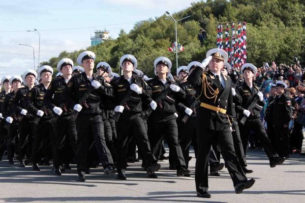 На севере страны не обошлось и без парада личного состава