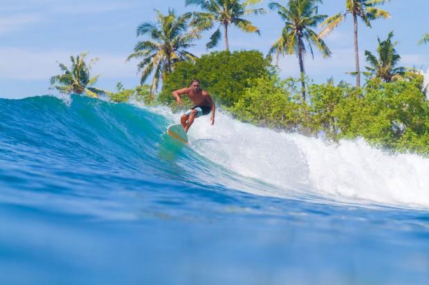 surfing_in_bali_47436717_l-2015
