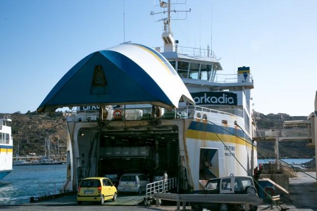 Машины остаются в трюме, пассажиры идут на палубу и в кафе на борту. Фото: Павел Дивин