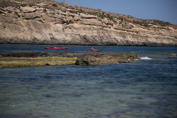 Каякинг — одно из любимых водных развлечений на архипелаге. Фото: Павел Дивин