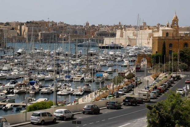 Мальтийский транспорт — лодка и праворульное авто.Фото: Павел Дивин