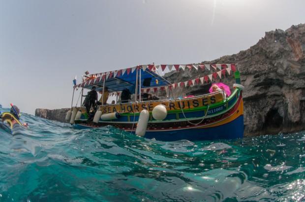 Дайвинг с лодки хорош для тех, кто нормально переносит качку. Фото: Павел Дивин