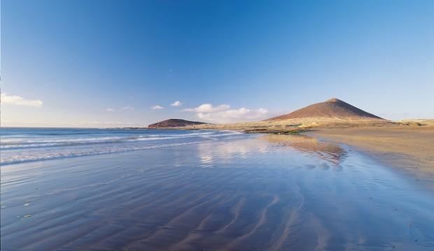 Playa-El-Medano-en-Tenerife-ideal-para-surfistas-y-familias