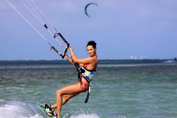 Hatteras-kite-surfing-beach-girls-photo-02