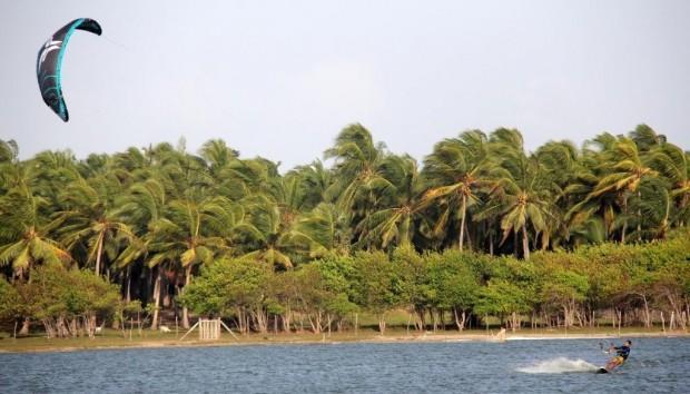 kait_serfing_shrilanka-1024x585