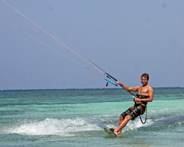 Kitesurfer enjoying flat water on Seco Island