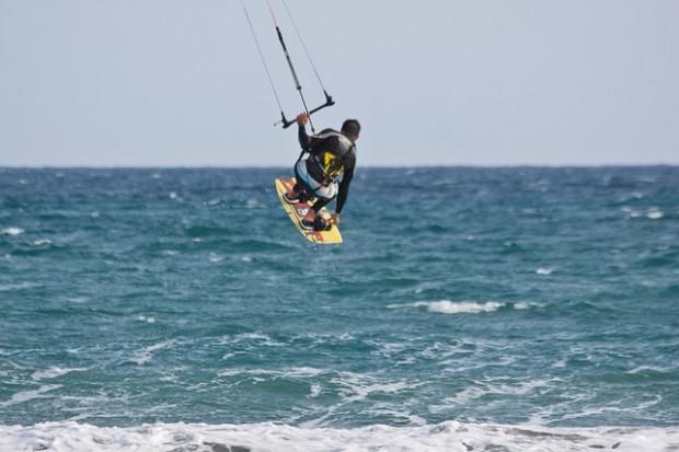 kitesurfer-183733_640