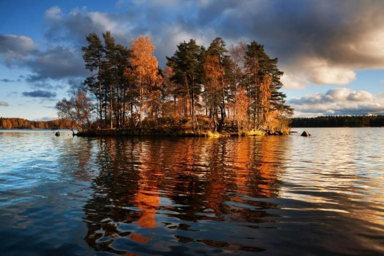 Na-Ladozhskom-ozere-raspolozheny-malenkie-ostrovki