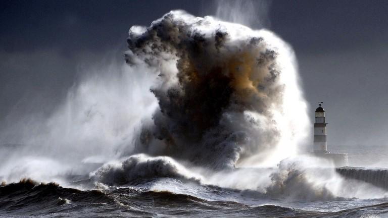 Nature___Sea_A_huge_wave_041523_