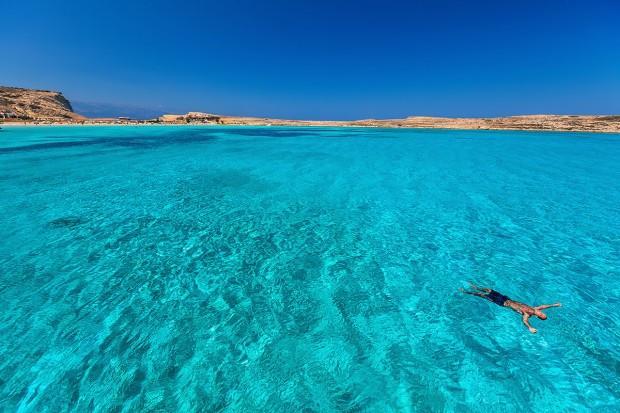 страницу пользователя, на каком курорте белый песок и изумрудная вода суры арабском