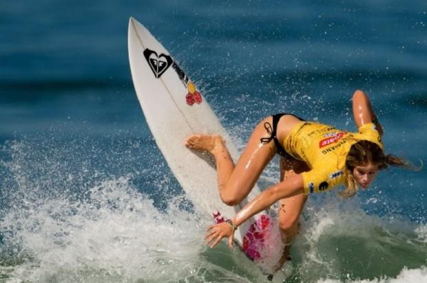 South African surfer Bianca Buitendag competes during their semi final against Australia's Tyler Wrigh for the ASP world tour Billabong Girls Rio Pro 2013 at Barra de Tijuca beach in Rio de Janeiro, Brazil on May 11 , 2013. AFP PHOTO / CHRISTOPHE SIMON
