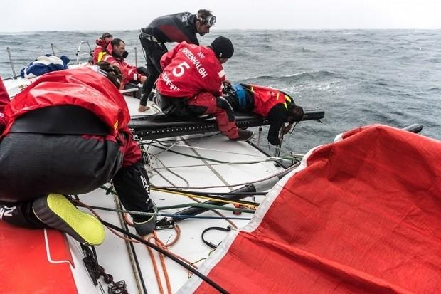 MAPFRE desmasted during pre-race training session for the Volvo Ocean Race 2017-18